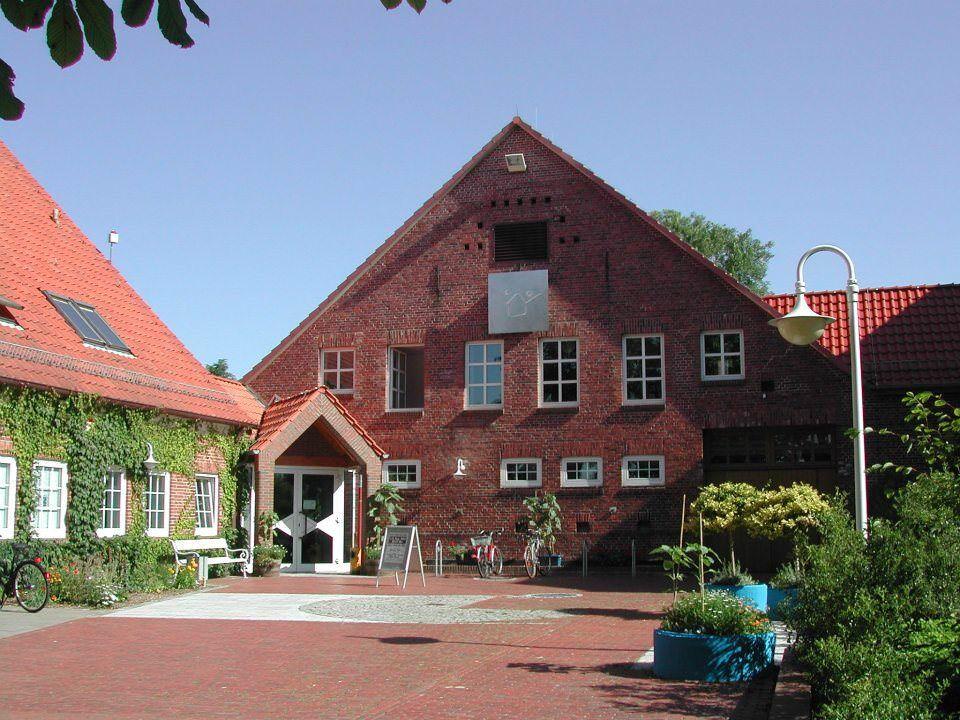 Bauernhaus mit Vorplatz