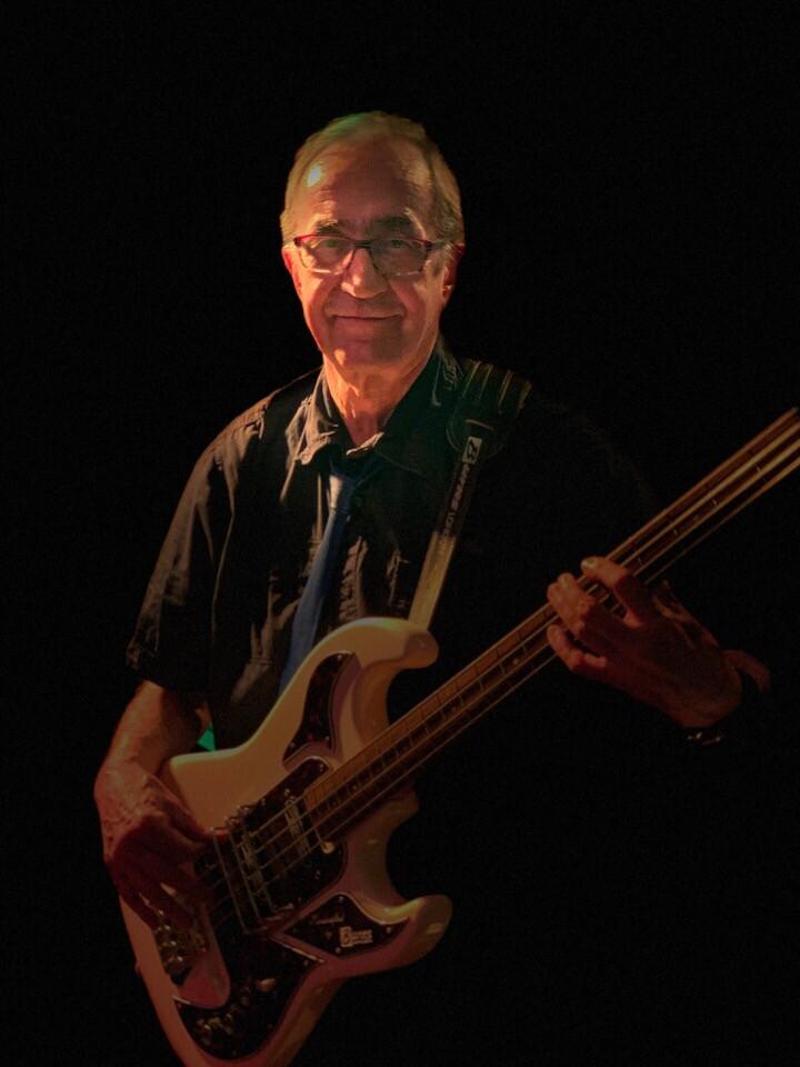 Bild des Bassisten Peter Hinrichs
